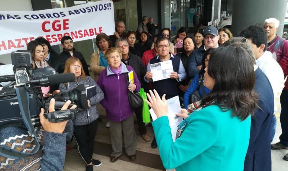 Concejal Evópoli, Jocelyn Lizana, consigue que empresa eléctrica se haga cargo de cobros indebidos a vecinos