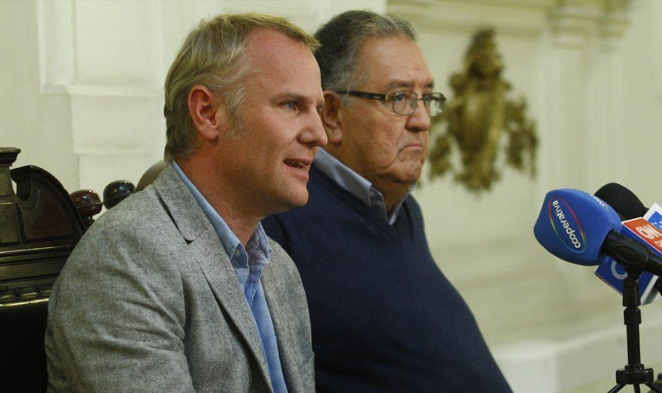 Senadores Kast y Huenchumilla proponen a Piñera una mesa de diálogo
