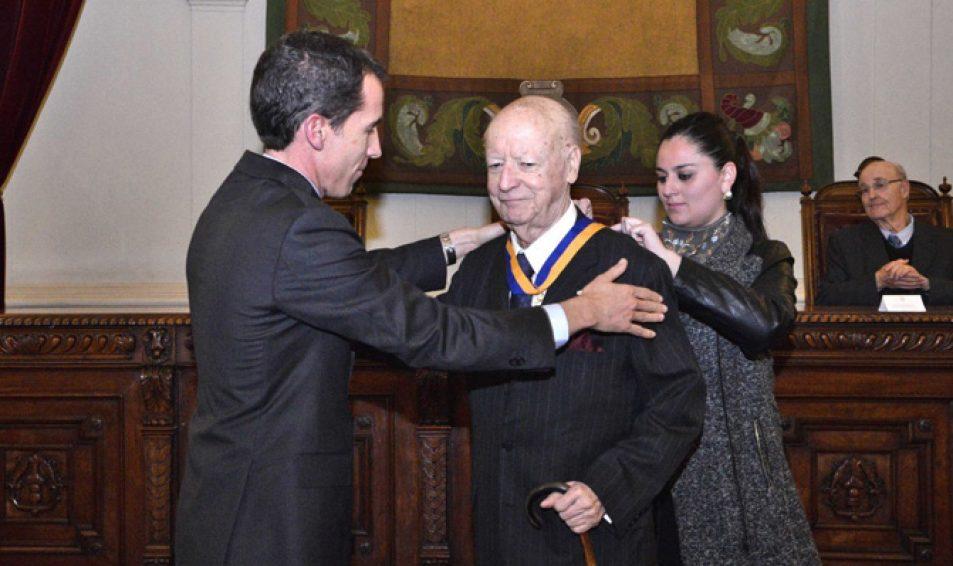 El escritor  Evópoli y diplomático Jorge Edwards fue nombrado Hijo Ilustre de Santiago: «Soy un viejo santiaguino»