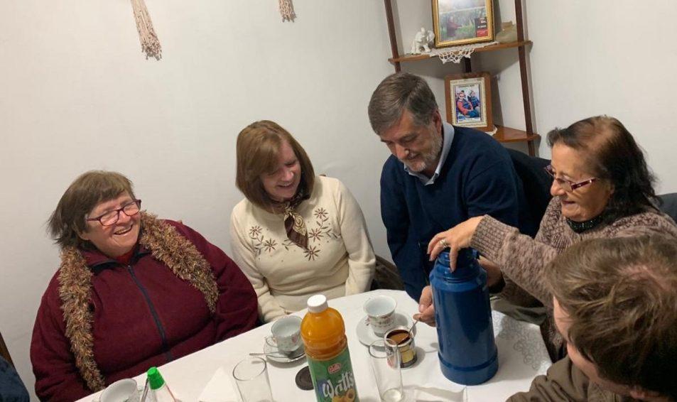 Diputado Undurraga celebra arreglos en población Lo Hermida