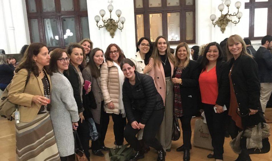 Gobierno lanza escuelas de liderazgo para potenciar participación femenina en política